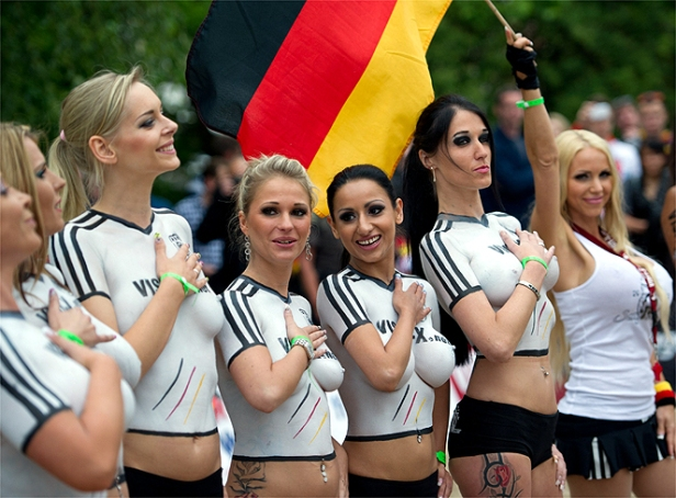 GERMANY-DENMARK-EURO-2012-BODY-PAINTING-OFFBEAT